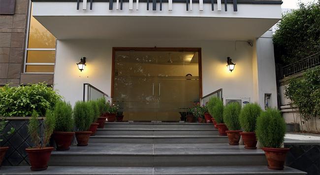 Fabhotel Huda Sushant Lok - 古爾岡 - 建築