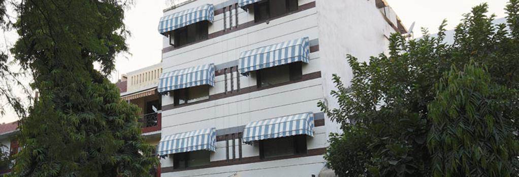 Fabhotel Anutham Nehru Place - 新德里 - 建築