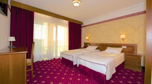 Spa Amber Palace - 帕蘭加 - 臥室