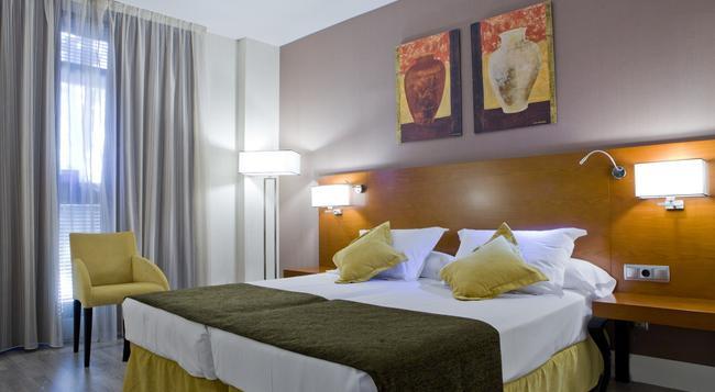 Hotel Puerta de Toledo - 馬德里 - 臥室
