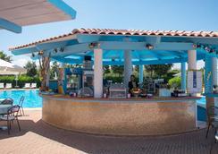 吉奧運動療養度假村 - 奧爾比亞 - 酒吧