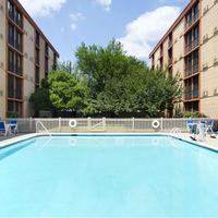 Wyndham Garden Hotel Newark Airport Pool