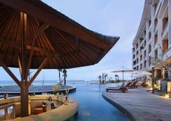 烏魯瑟加拉豪華套房和別墅度假村 - South Kuta - 游泳池