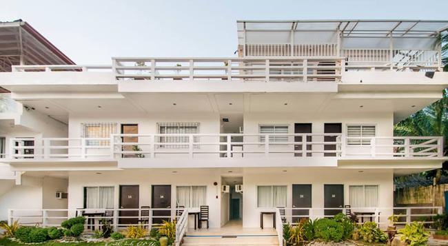 The Beach House Resort Boracay - Malay - 建築