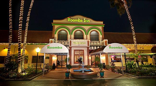 Roomba Inn & Suites - 基西米 - 建築