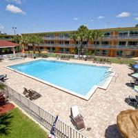 Roomba Inn & Suites Outdoor Pool