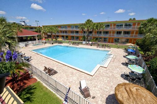 Roomba Inn & Suites - Kissimmee - 基西米 - 游泳池