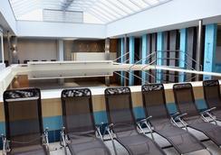 德里巴布酒店 - 海都守博斯洛 - 游泳池
