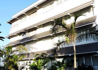 博里瓦奇酒店