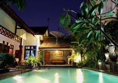 格利亞優尼卡酒店 - 日惹 - 游泳池