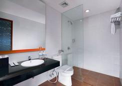 7 Days Premium Kuta Bali - 庫塔 - 浴室