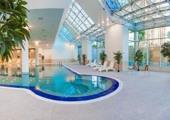 阿斯塔納華美達酒店 - 阿斯塔納 - 游泳池