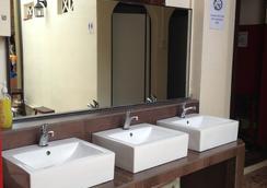 Sleepy Kiwi Backpacker Hostel - 新加坡 - 浴室