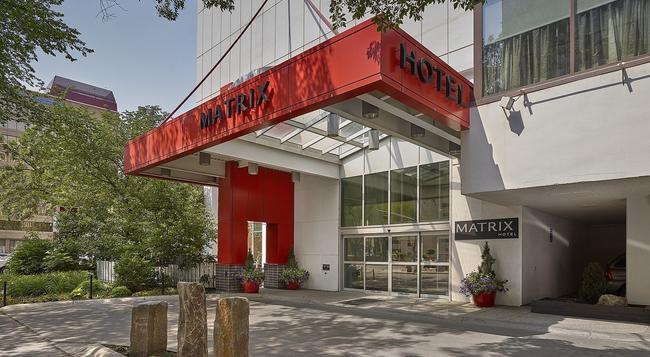 Matrix Hotel - Edmonton - 建築
