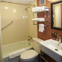 Dakotah Lodge Bathroom