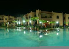 Aparthotel Nzaha - 馬拉喀什 - 游泳池