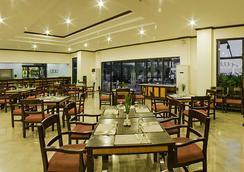 Plaza Del Norte Hotel & Convention Center - 拉瓦格 - 餐廳
