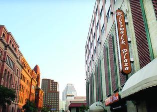 里弗沃克廣場酒店