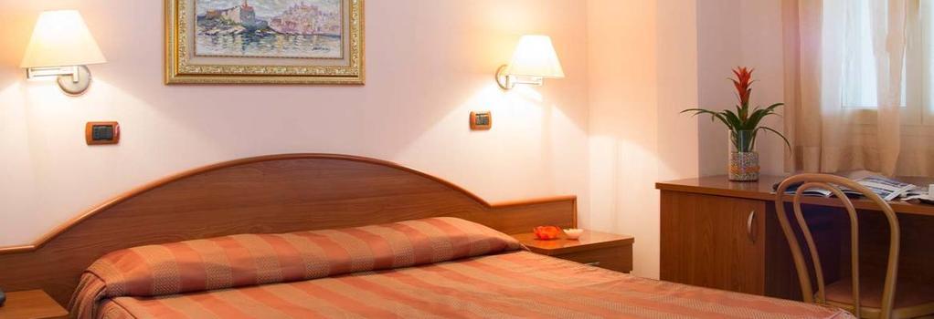 Garden Hotel Ripa - 維耶斯泰 - 臥室