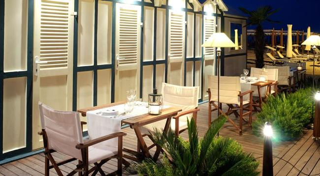 Suite Hotel Maestrale - 里喬內 - 海灘