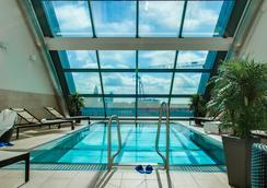 弗蘭克福特雷迪森布魯酒店 - 法蘭克福 - 游泳池