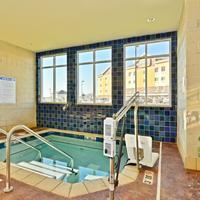 Hawthorn Suites by Wyndham Dickinson Indoor Spa Tub
