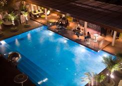 新德里公園酒店 - 新德里 - 游泳池