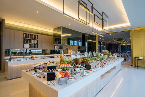 曼谷橡樹林薩頓酒店 - 曼谷 - 自助餐