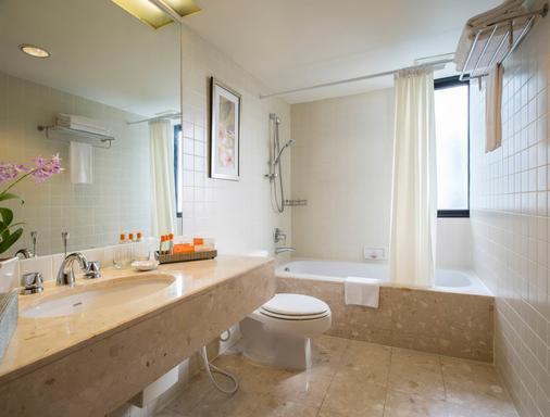 曼谷橡樹林薩頓酒店 - 曼谷 - 浴室