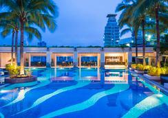 查崔恩商場套房酒店 - 曼谷 - 游泳池