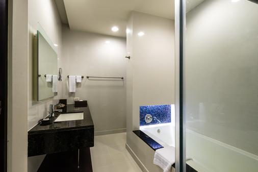 橡樹河畔曼谷酒店 - 曼谷 - 浴室