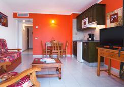 蒙大拿俱樂部套房酒店 - Puerto del Carmen - 休閒室