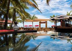 Bohio Dive Resort - 科伯恩城 - 酒吧