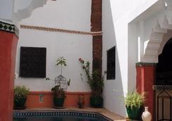 達巴爾米拉庭院旅館 - 馬拉喀什 - 游泳池