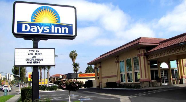 Days Inn Anaheim Near Convention Center - 安納海姆 - 建築