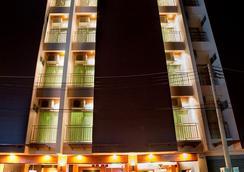 巴東德瓦套房酒店 - 巴東 - 室外景