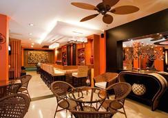 巴東德瓦套房酒店 - 巴東 - 酒吧
