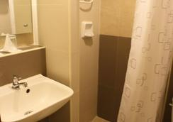 The Center Suites - 宿務 - 浴室