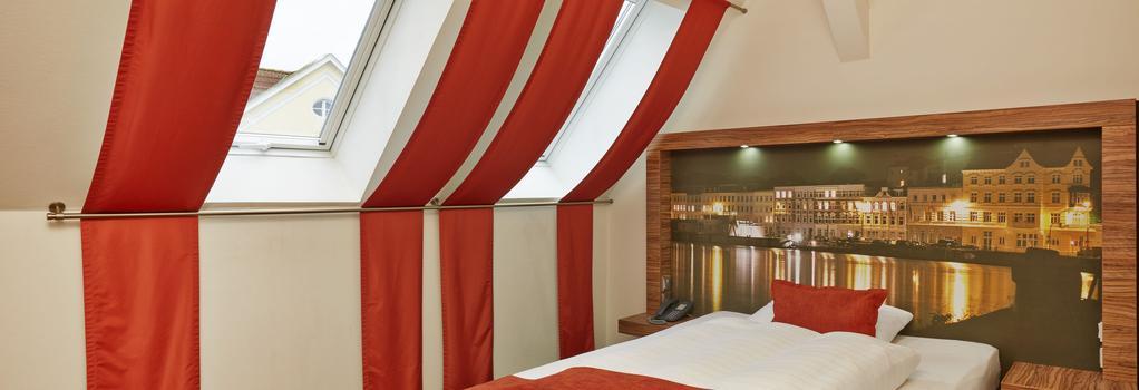 H+ Hotel Lübeck - 呂貝克 - 臥室