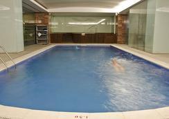 瑞卡高級行政別墅酒店 - 里斯本 - 游泳池
