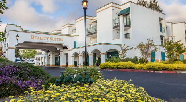 Quality Suites Downtown San Luis Obispo - 聖路易斯-奧比斯保 - 建築