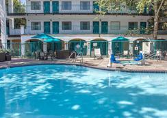 聖路易斯奧比斯波品質酒店 - 聖路易斯-奧比斯保 - 游泳池