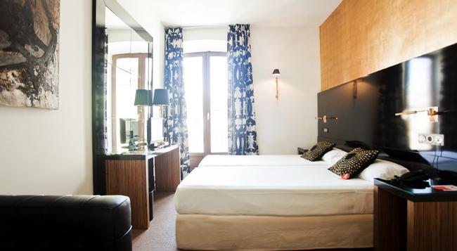 Room Mate Leo - 格拉納達 - 臥室