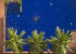 曼谷湄南岸華美達飯店 - 曼谷 - 游泳池