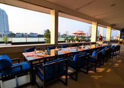曼谷湄南岸華美達飯店 - 曼谷 - 餐廳