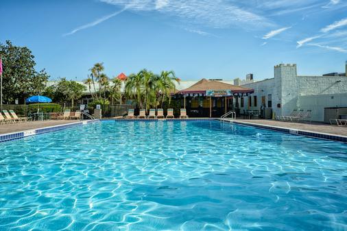 瑟諾拉酒店及套房- 正門東 - 基西米 - 游泳池