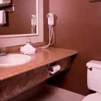 Fairbridge Inn & Suites Lewiston Bathroom