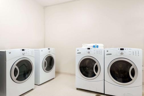 丹佛國際機場貝蒙特旅館套房酒店 - 丹佛 - 洗衣設備