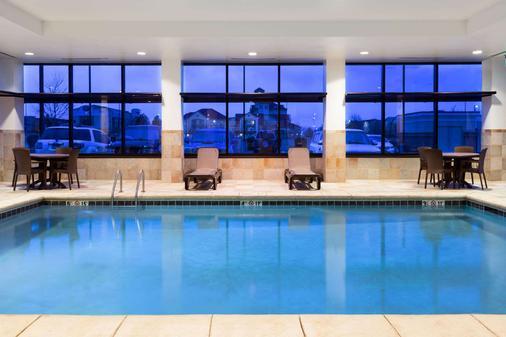 丹佛國際機場貝蒙特旅館套房酒店 - 丹佛 - 游泳池