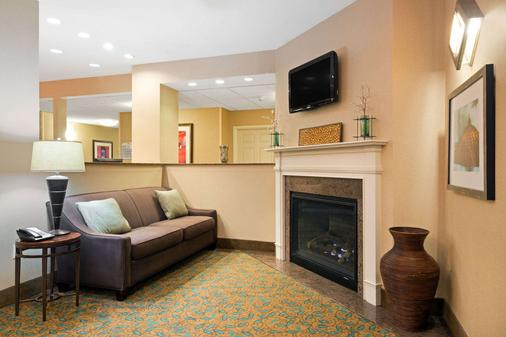 丹佛國際機場貝蒙特旅館套房酒店 - 丹佛 - 客廳